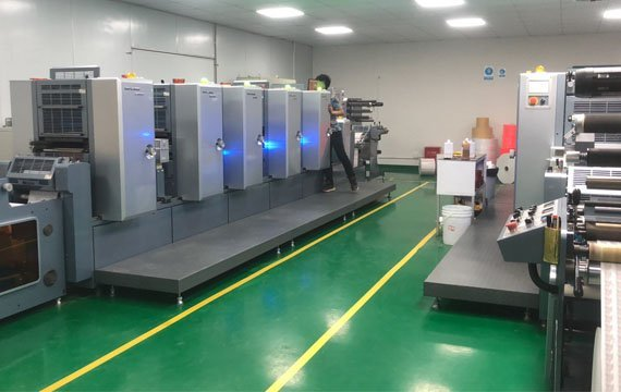 High technology machine for bottle stickers