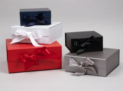 magnetic gift boxes with ribbon